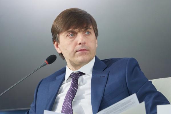 Министр просвещения Сергей Кравцов обозначил основные направления работы в новом учебном году